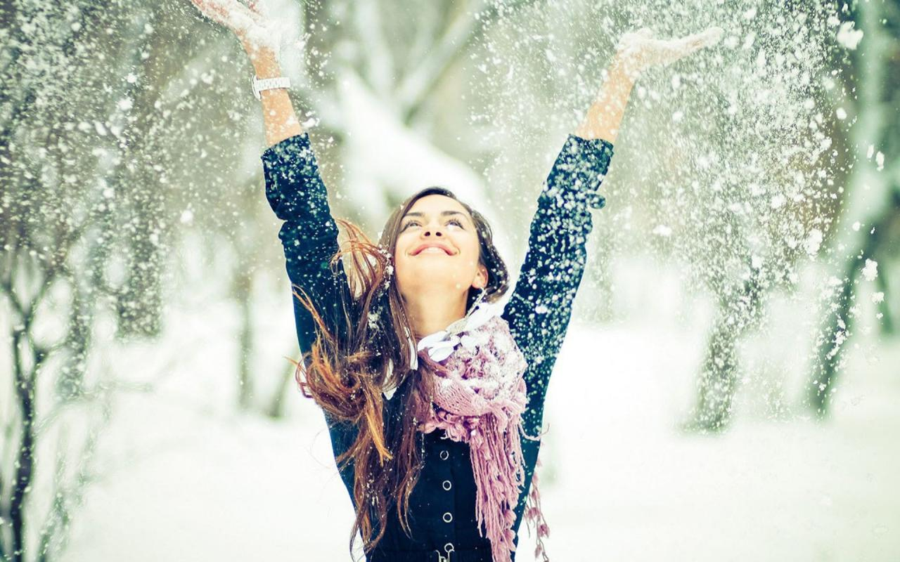 tumblr_static_winter-snow-and-happy-girl-800x1280